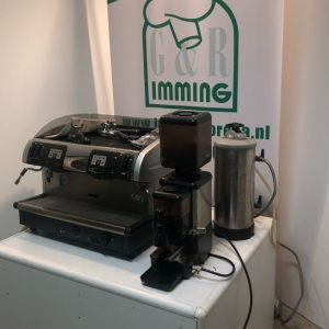 Faema-Smart-Piston-koffiemachine-met-molen-en-waterontharder