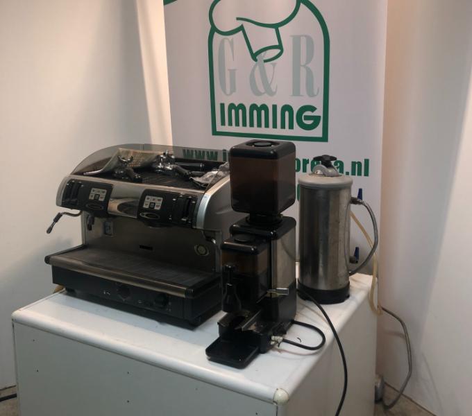 Faema-Smart-Piston-koffiemachine-met-molen-en-waterontharder